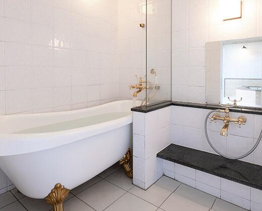 Western Style Bath